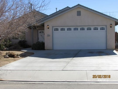 Inyo County, Kern County, Tulare County Single Family Home For Sale: 1233 W St George Ave