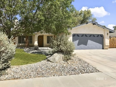 Inyo County, Kern County, Tulare County Single Family Home For Sale: 1220 Robert