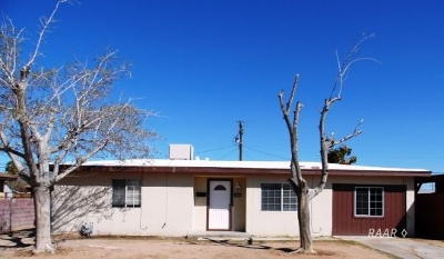 Inyo County, Kern County, Tulare County Single Family Home For Sale: 236 N Helena St