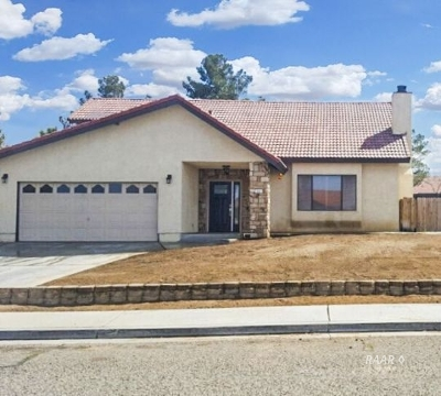 Inyo County, Kern County, Tulare County Single Family Home For Sale: 215 W Vanessa