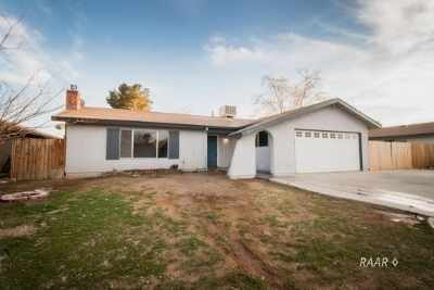 Inyo County, Kern County, Tulare County Single Family Home For Sale: 237 W Mariposa