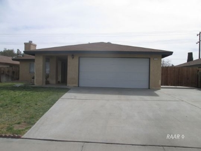 Inyo County, Kern County, Tulare County Single Family Home For Sale: 1114 N Las Posas Ct
