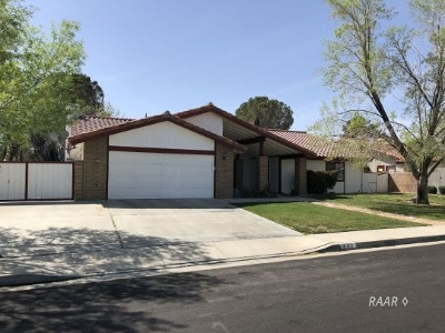 Inyo County, Kern County, Tulare County Single Family Home For Sale: 921 Hermosa Ave