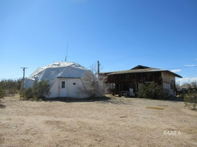 Inyo County, Kern County, Tulare County Single Family Home For Sale: 1517 W Dolphin Ave