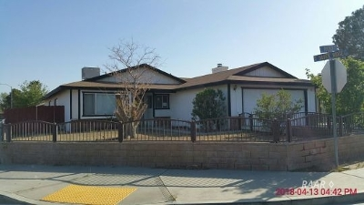 Inyo County, Kern County, Tulare County Single Family Home For Sale: 233 E Rader