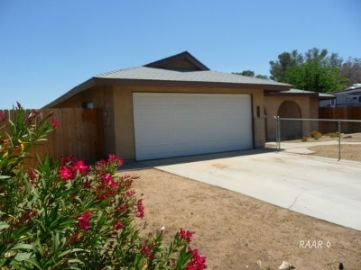 Inyo County, Kern County, Tulare County Single Family Home For Sale: 712 S Sanders St