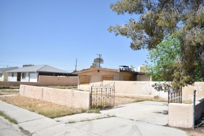 Inyo County, Kern County, Tulare County Single Family Home For Sale: 227 S Desert Candles St