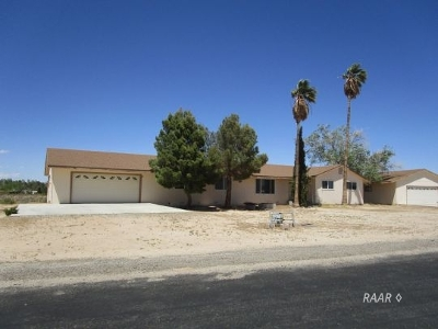 Inyo County, Kern County, Tulare County Single Family Home For Sale: 1300 Autumn Way