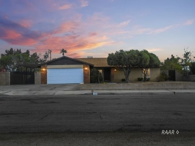 Inyo County, Kern County, Tulare County Single Family Home For Sale: 732 W Dolphin Ave