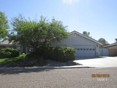 Inyo County, Kern County, Tulare County Single Family Home For Sale: 2300 S Reedy St