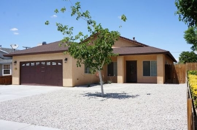 Inyo County, Kern County, Tulare County Single Family Home For Sale: 424 W Ward Ave