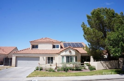 Inyo County, Kern County, Tulare County Single Family Home For Sale: 922 W Felspar Ave