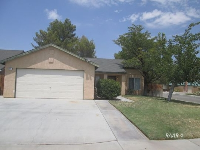 Inyo County, Kern County, Tulare County Single Family Home For Sale: 924 W Langley Ave