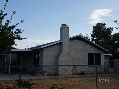 Inyo County, Kern County, Tulare County Single Family Home For Sale: 1149 N Broadway