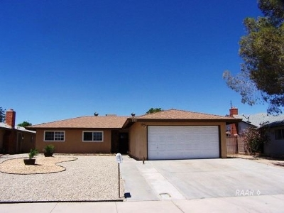 Inyo County, Kern County, Tulare County Single Family Home For Sale: 333 Peg St