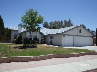 Inyo County, Kern County, Tulare County Single Family Home For Sale: 1108 Carolyn St