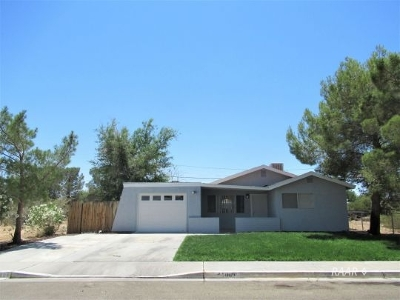 Inyo County, Kern County, Tulare County Single Family Home For Sale: 1009 W Iowa Ave