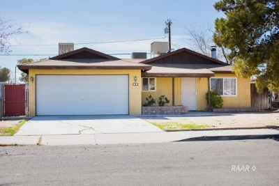Inyo County, Kern County, Tulare County Single Family Home For Sale: 1037 W Langley