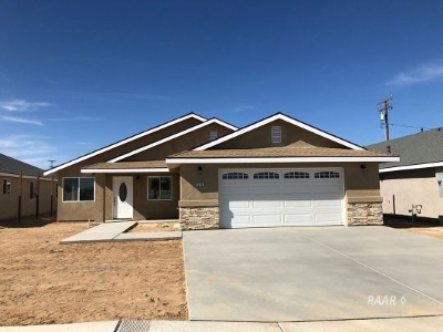 Inyo County, Kern County, Tulare County Single Family Home For Sale: 1137 S Yorktown St