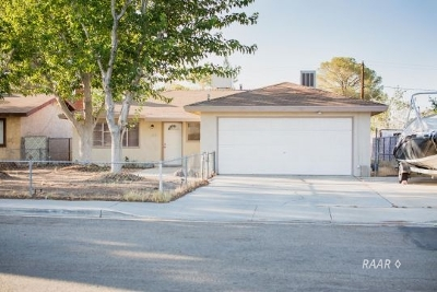 Inyo County, Kern County, Tulare County Single Family Home For Sale: 820 W Graaf Ave