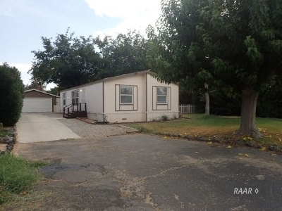 Inyo County, Kern County, Tulare County Single Family Home For Sale: 5221 W Chaparral
