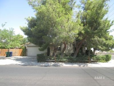 Inyo County, Kern County, Tulare County Single Family Home For Sale: 900 Kinnett Ave