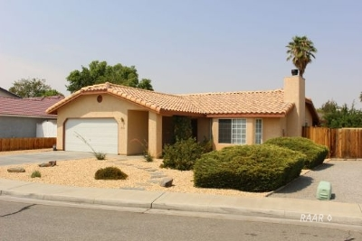 Inyo County, Kern County, Tulare County Single Family Home For Sale: 713 NW Pinon Ct