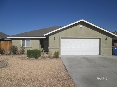 Inyo County, Kern County, Tulare County Single Family Home For Sale: 1024 S Farragut St