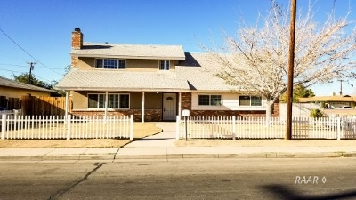 Inyo County, Kern County, Tulare County Single Family Home For Sale: 240 E Church St