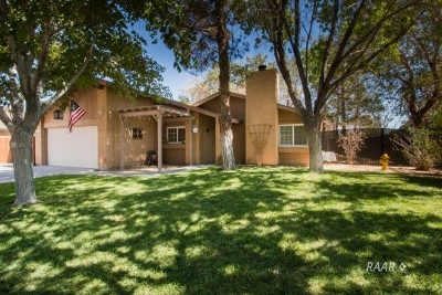 Inyo County, Kern County, Tulare County Single Family Home For Sale: 1102 N Mono Ct