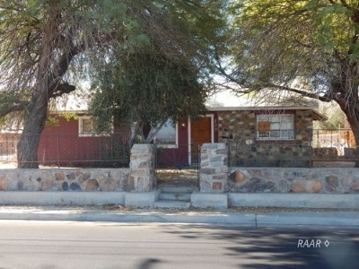 Inyo County, Kern County, Tulare County Single Family Home For Sale: 755 W Church Ave