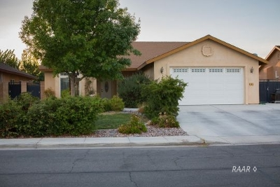 Inyo County, Kern County, Tulare County Single Family Home For Sale: 413 Acacia St