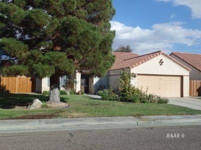 Inyo County, Kern County, Tulare County Single Family Home For Sale: 730 La Paloma St