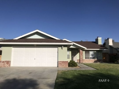 Inyo County, Kern County, Tulare County Single Family Home For Sale: 604 Suzanne St