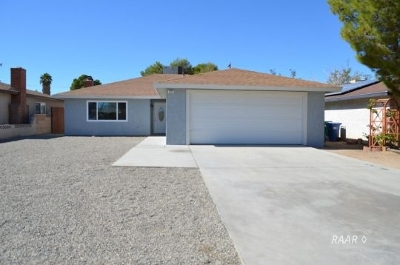 Inyo County, Kern County, Tulare County Single Family Home For Sale: 221 S Gateway Blvd