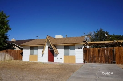 Inyo County, Kern County, Tulare County Single Family Home For Sale: 1208 W Benson Ave