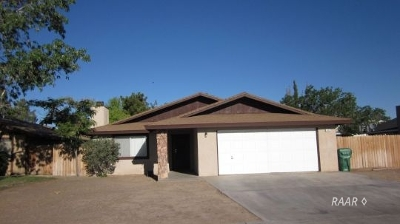 Inyo County, Kern County, Tulare County Single Family Home For Sale: 529 S Appaloosa St