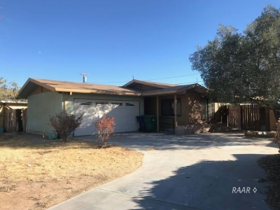 Inyo County, Kern County, Tulare County Single Family Home For Sale: 7612 Dogbane Ave