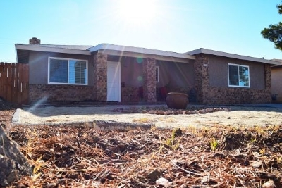 Inyo County, Kern County, Tulare County Single Family Home For Sale: 1405 W Willow Ave