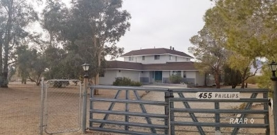 Inyo County, Kern County, Tulare County Single Family Home For Sale: 455 Phillips