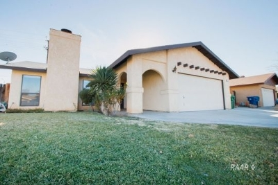 Inyo County, Kern County, Tulare County Single Family Home For Sale: 713 Cottonwood Dr