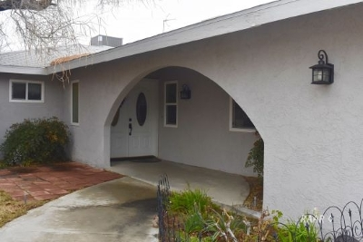 Inyo County, Kern County, Tulare County Single Family Home For Sale: 218 S Primrose