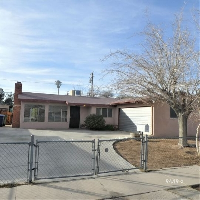 Inyo County, Kern County, Tulare County Single Family Home For Sale: 249 N Florence St