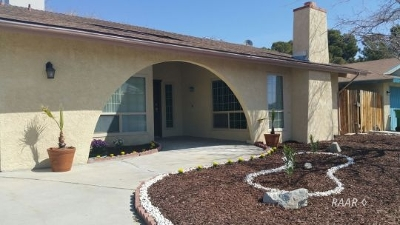 Inyo County, Kern County, Tulare County Single Family Home For Sale: 1028 W Las Flores