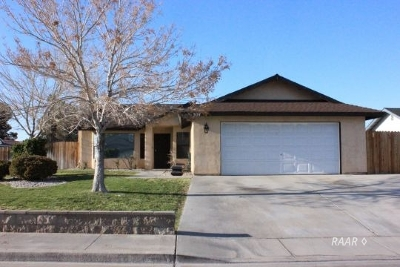 Inyo County, Kern County, Tulare County Single Family Home For Sale: 304 Petris Ave