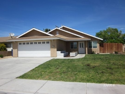 Inyo County, Kern County, Tulare County Single Family Home For Sale: 1144 W Mariposa Ave
