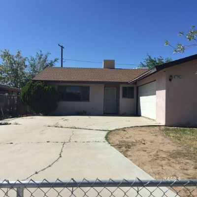 Inyo County, Kern County, Tulare County Single Family Home For Sale: 1105 W Iowa Ave