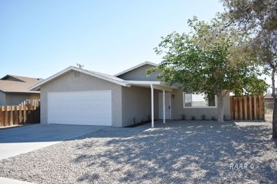 Inyo County, Kern County, Tulare County Single Family Home For Sale: 1532 S McCall St