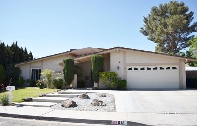 Inyo County, Kern County, Tulare County Single Family Home For Sale: 613 W Howell Ave