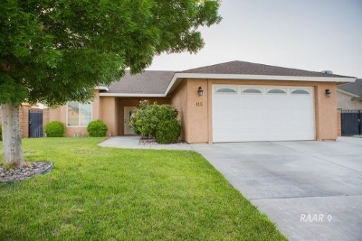 Inyo County, Kern County, Tulare County Single Family Home For Sale: 429 Acacia St